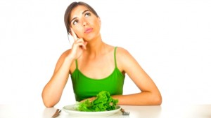 žena drží delenú stravu