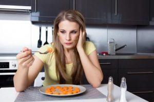 zena drzi dietu