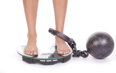 Zlá diéta na chudnutie sa raz vráti - zena je akoze priputana k vahe